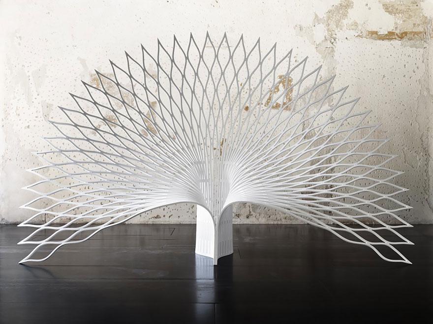 设计界关于座椅的创意总是百花齐放,佳作频现,一把舒适的椅子不仅对健康有益,更能提升生活品质感。上周,我们跟大家分享了西班牙设计师Maximo Riera设计的逼格爆表的动物皮椅系列,这一次,一大波兼具美感与实用价值的椅子们又在靠近,哪一把让你眼前一亮呢? 1、Skull Chair,Designed by Pool 头骨的椅子,简洁对称的设计,并没有阴森恐怖的感觉。  2、The Cut Chair,Designed by Peter Bristol 看起来像是被拦腰砍断的椅子,让人不放心坐上去,但其实其